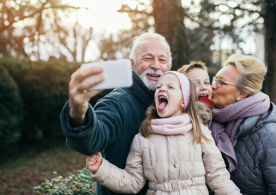 Men took selfie of his family during a trip