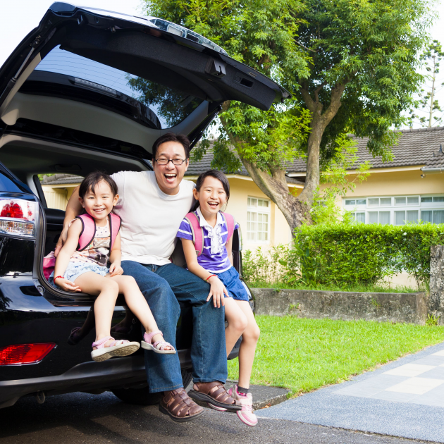 Men looks happy with his daughters in the car cargo space