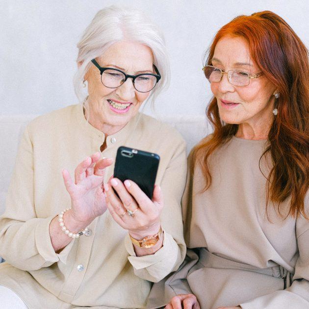 Insurance broker explain about app for Medicare Plans to senior women